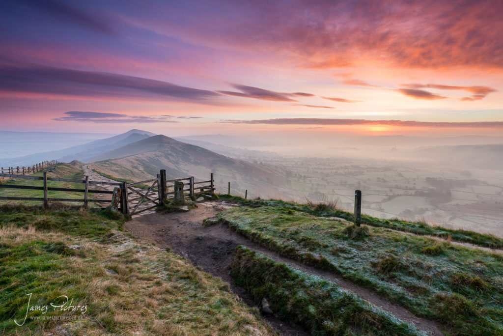 Stunning Peak District Sunrise on the Great Ridge